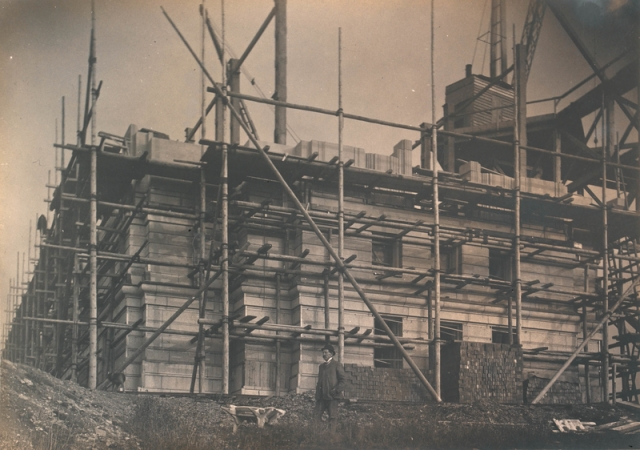 Scaffolding on The National Library of Wales building, 1911-1916 npc