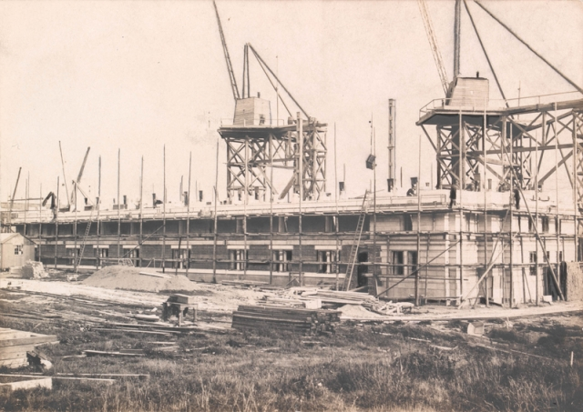 Scaffolding and cranes used to build The National Library of Wales, 1911-1916 npc